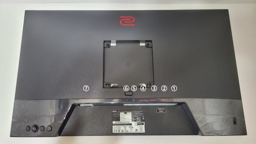 XL2411K ディスプレイ外観 (5) 接続端子の位置と種類